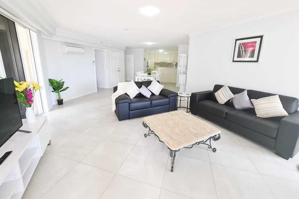 Comfort Apartment, 3 Bedrooms, Balcony, Pool View - Living Area