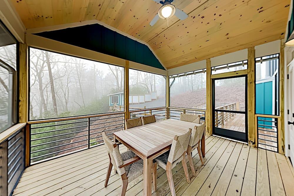 House, 6 Bedrooms - Balcony