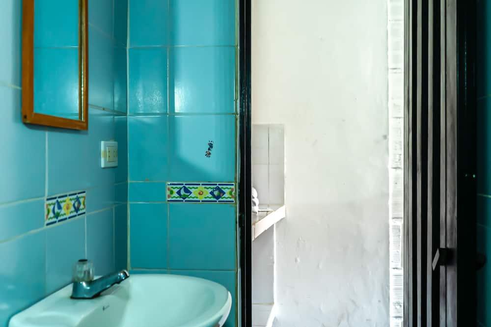 חדר משפחתי - מקלחת בחדר הרחצה