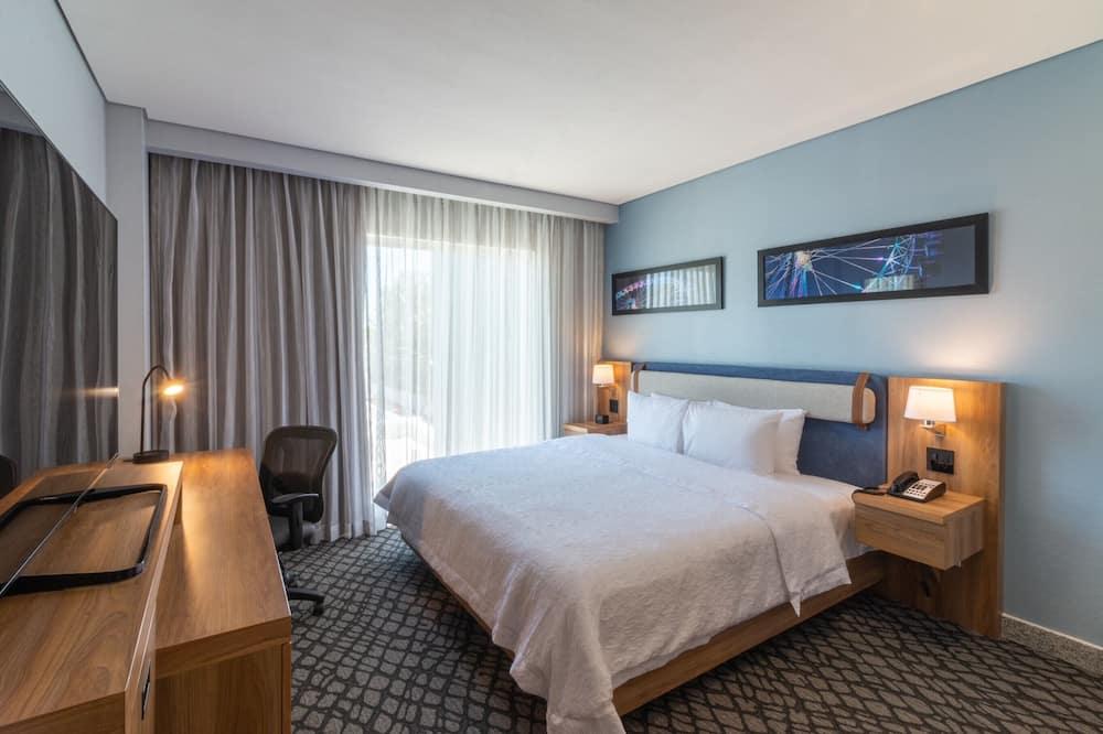 חדר, מיטת קווין, מקרר - חדר אורחים