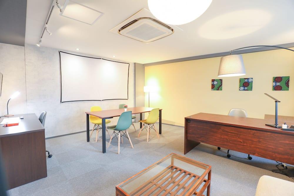 דירה, ללא עישון (2H-right) - חדר אורחים
