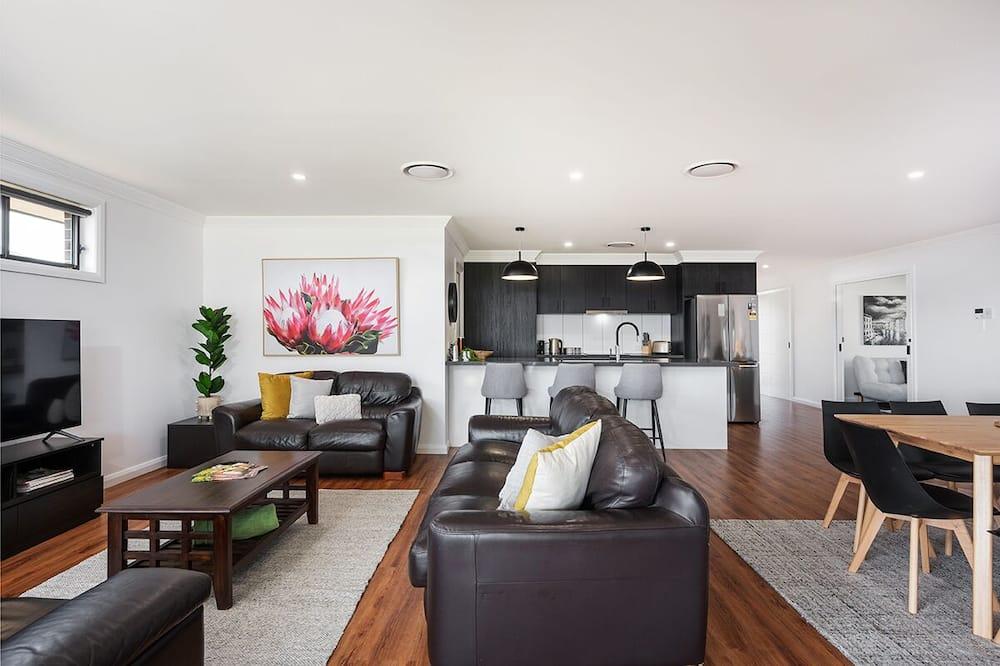 Standard House, 4 Bedrooms - Ruang Tamu