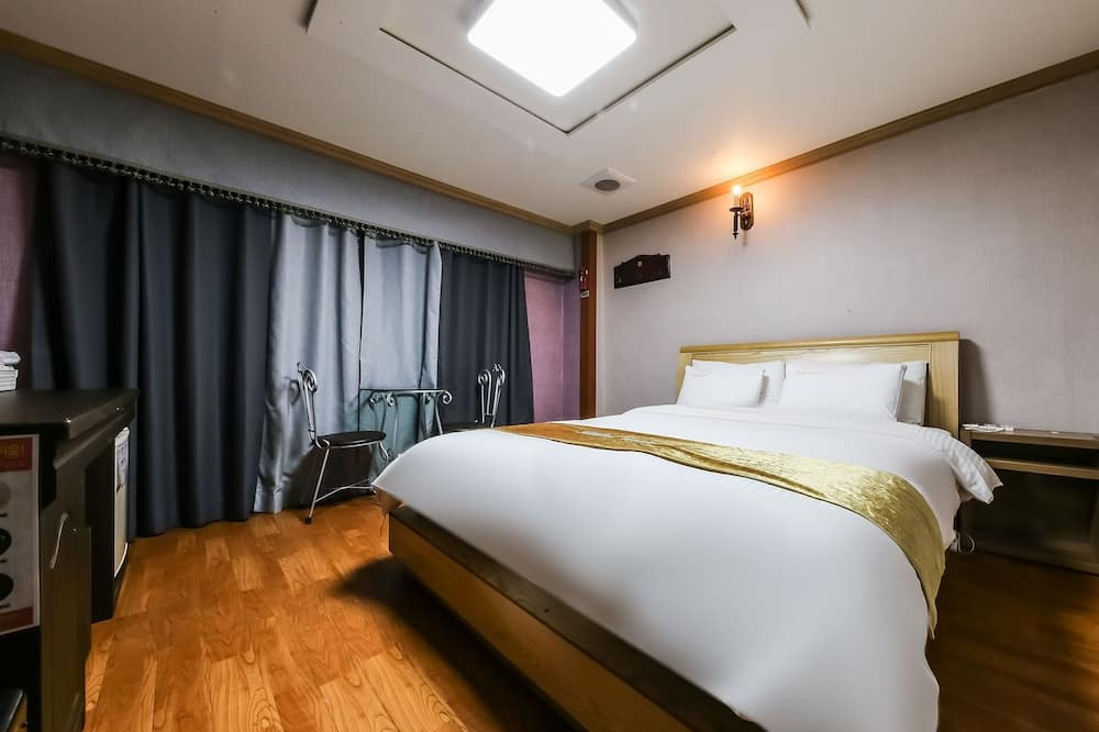 Room (Standard B type) - Bilik Tamu