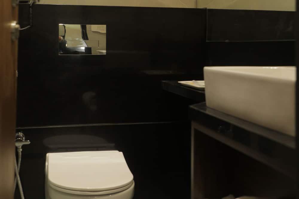 Family Room (Interconnecting Room) - Bathroom