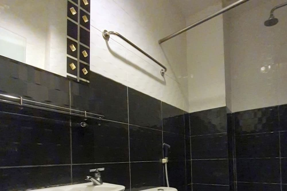 Executive Queen Room - Bathroom