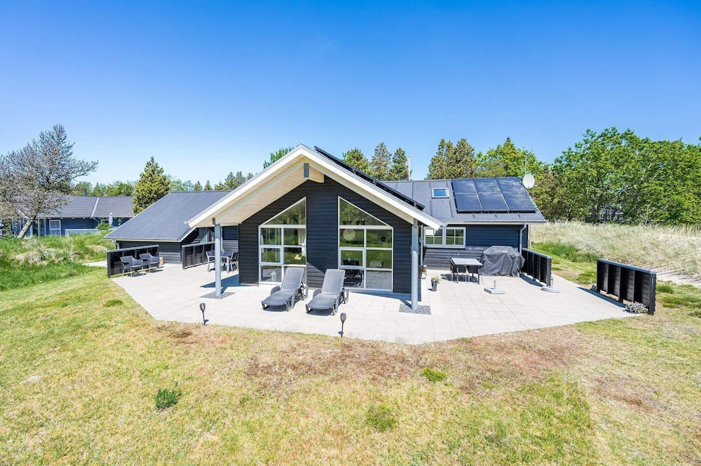 8 Person Holiday Home on a Holiday Park in Blåvand