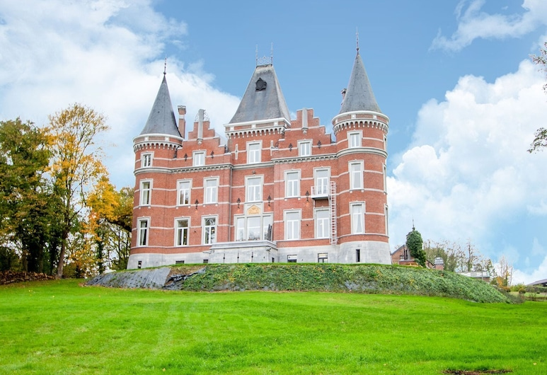 Magnificent Castle, Rooms on the First Floor With Wellness and Large Park, Жеве