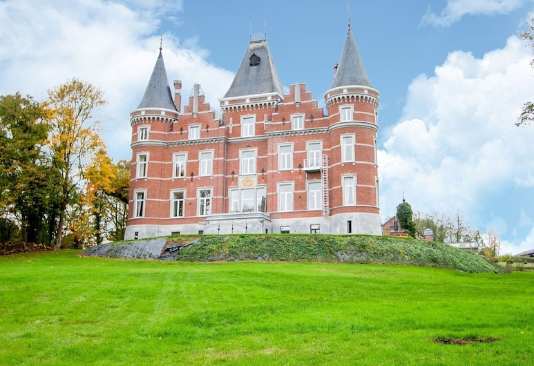 Second Floor of a Completely Renovated Castle With Large Park and zip Line, Gesves