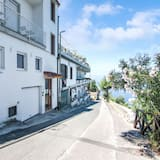 Pleasant Apartment in Massa Lubrense With a sea View