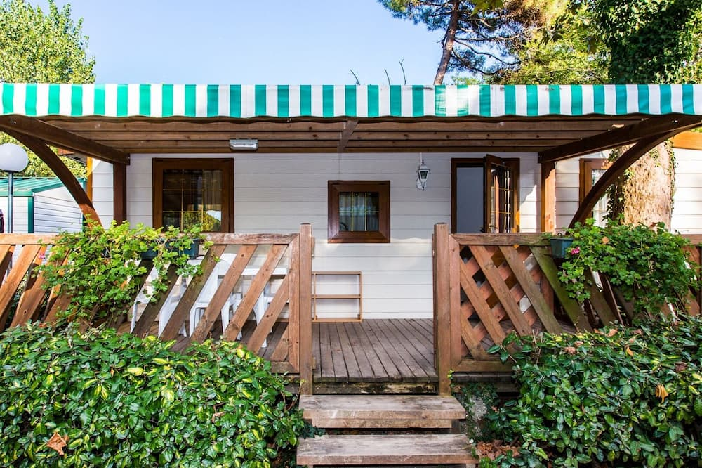 Detached Wooden Chalet With air Conditioning Near the sea, Cervia