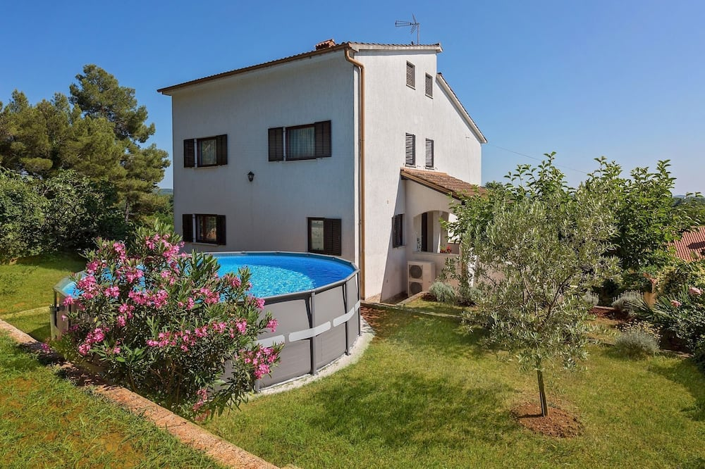 Pleasant Holiday Home in Porec With Swimming Pool, Porec