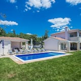 Comfortable Villa With Garden, Swimming Pool, Outdoor Kitchen, Trampoline, Beach at 10 km
