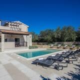 Vibrant Villa in Svetvincenat With Private Swimming Pool