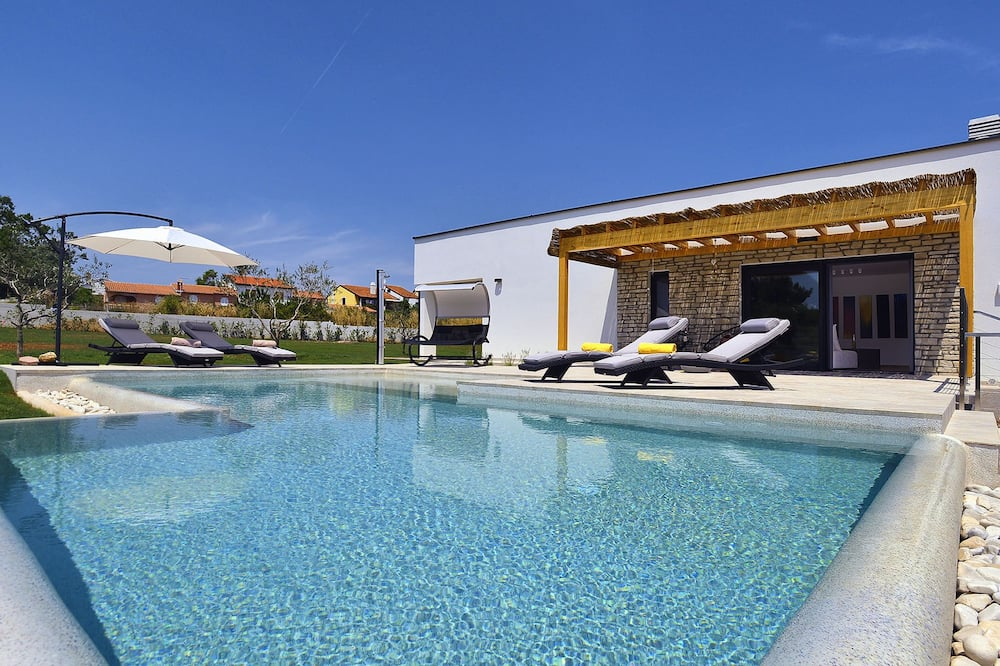 Comfortable, Stylish, Detached Villa With Garden, Private Pool, Beach 2 km