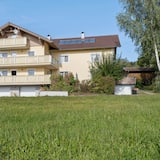 Sunny, Modern Furnished Apartment. Your Favourite Place to Relax, Viechtach