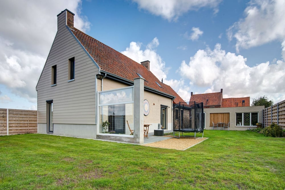 Pleasant Holiday Home in Koekelare With Green Surroundings