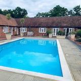 ซิกเนเจอร์อพาร์ทเมนท์, ห้องน้ำส่วนตัว, วิวสระว่ายน้ำ (Pool House ) - สระว่ายน้ำ
