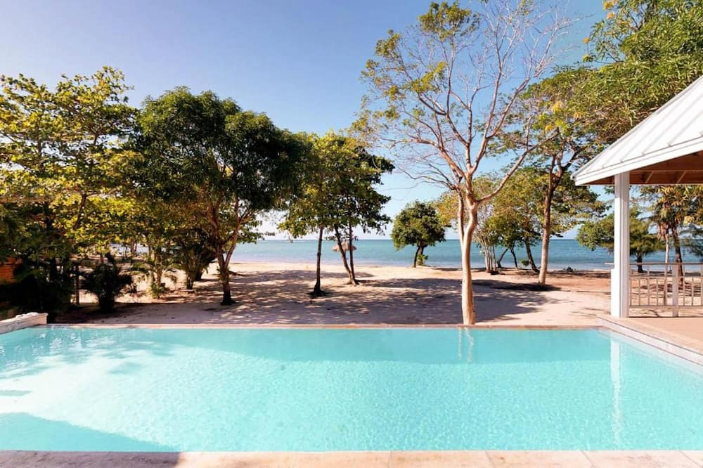 Luxury House, 4 Bedrooms, Beachfront - Kolam renang persendirian