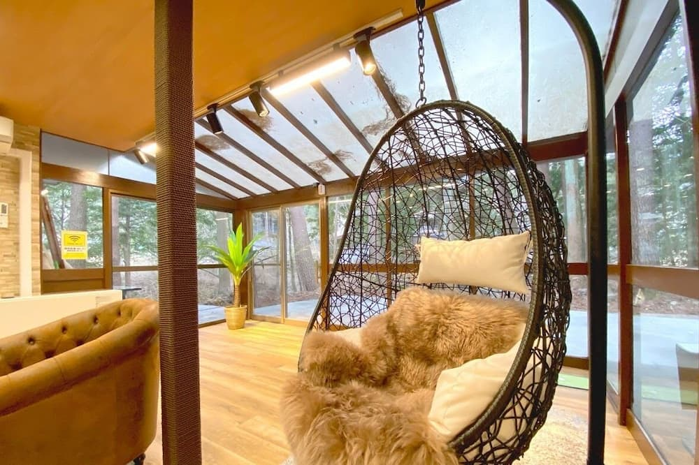 Room, Non Smoking - Living Area