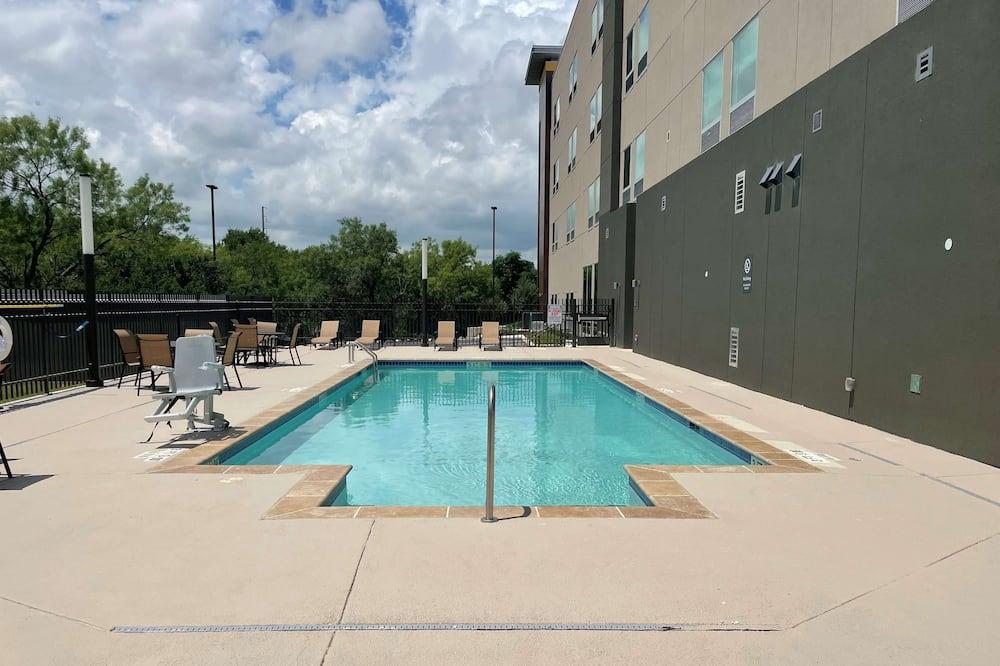 La Quinta Inn & Suites by Wyndham San Antonio Seaworld/LAFB