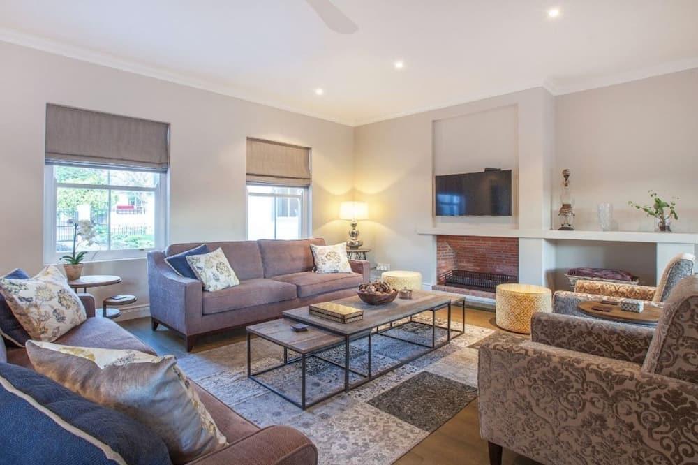 Luxury House, 6 Bedrooms, Non Smoking, Garden View - Living Area
