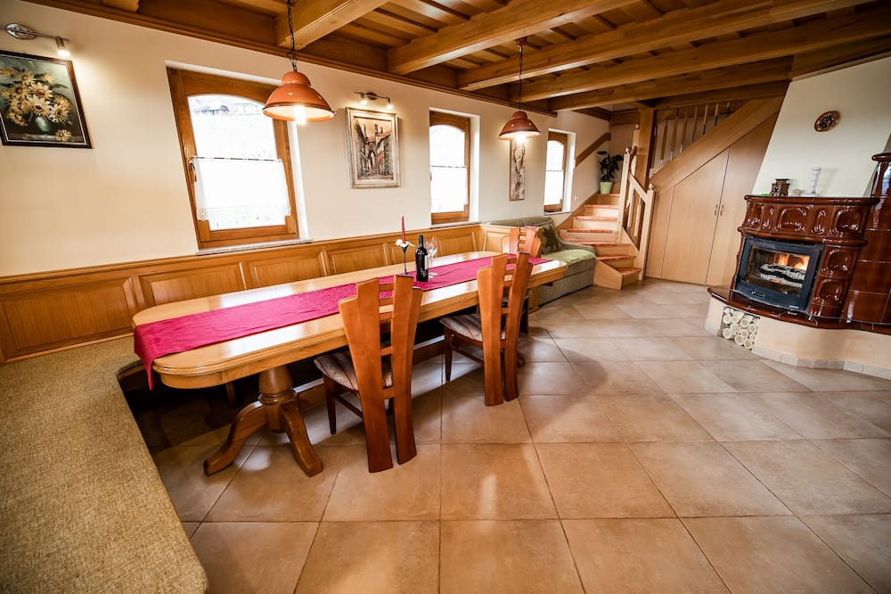 Ferienhaus (Two bedroom country house) - Essbereich im Zimmer