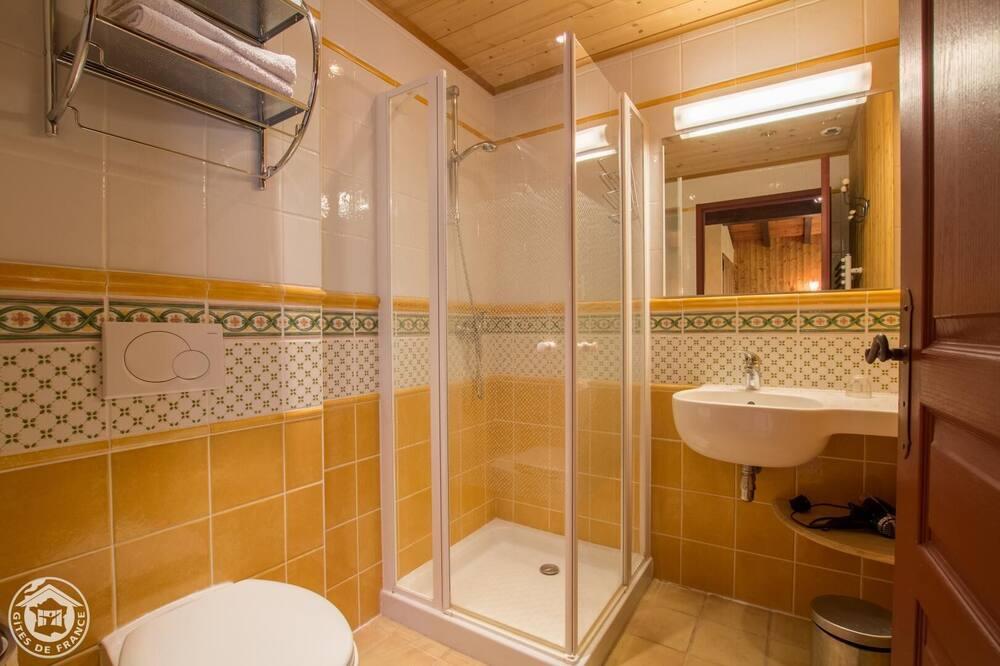 Komforta trīsvietīgs numurs, vannasistaba numurā (Automne) - Vannasistaba