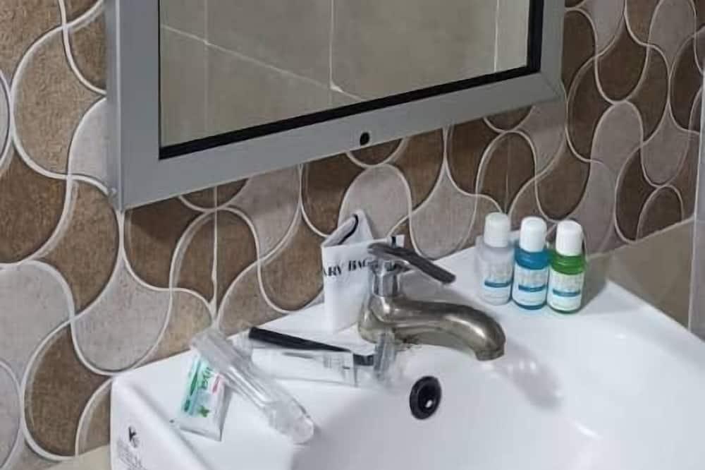 Basic-værelse til 4 personer - Badeværelse