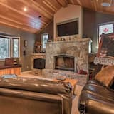 Dom, viacero postelí (Donner by AvantStay - Large Home in C) - Obývačka