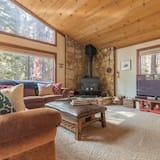 House, Multiple Beds (Quaking Aspen by AvantStay - Tahoe Vi) - Living Room