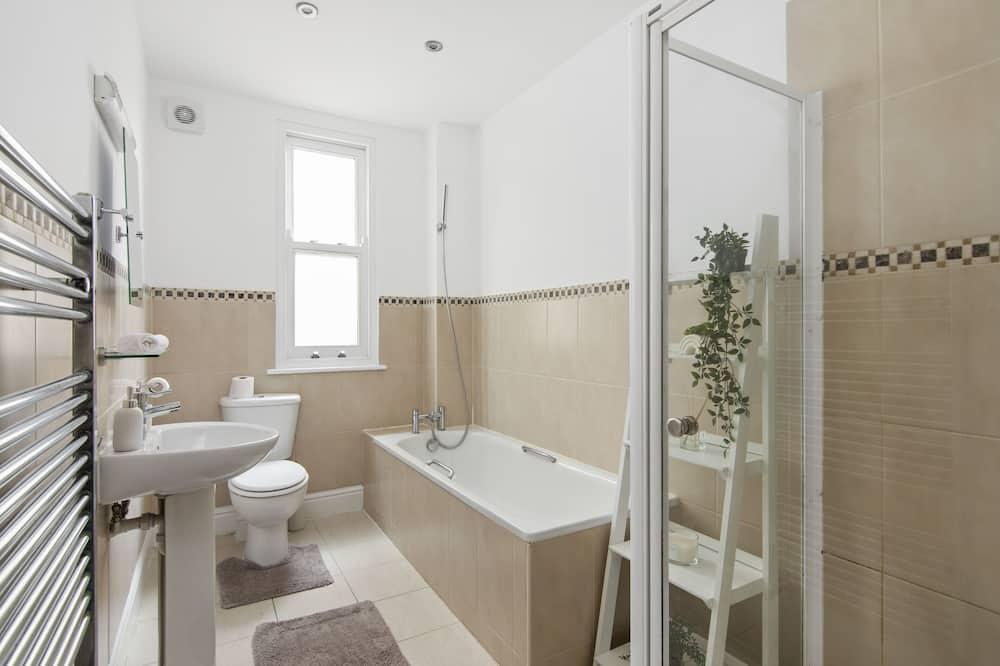 Premier-Apartment, eigenes Bad, Gartenblick - Badezimmer