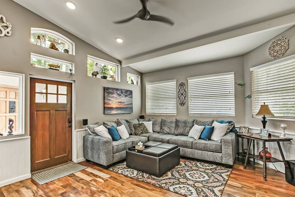 House (Pets Welcome, Walk to the Beach, Zen ) - Living Room