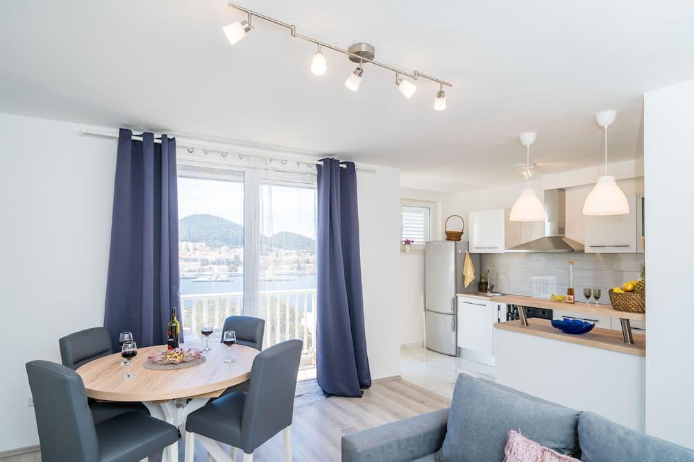 Апартаменти (Two Bedroom Apartment with Terrace) - Вітальня