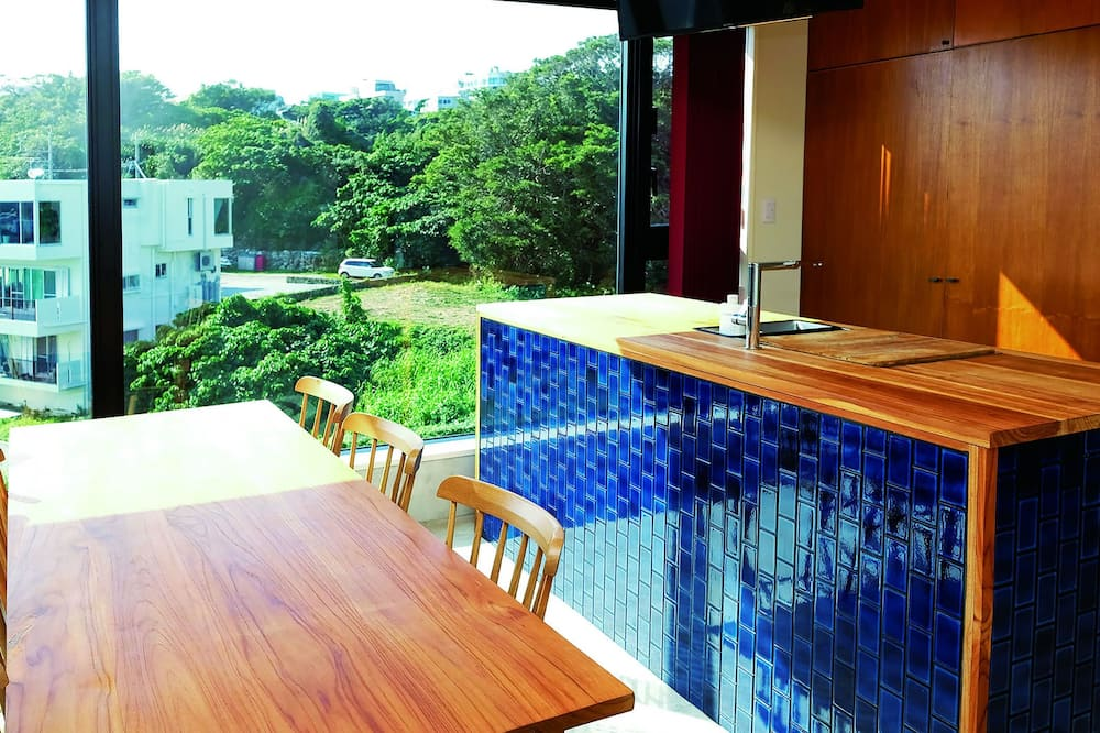 Design Room, Non Smoking (Superior Sky View) - Tempat Makan dalam Bilik