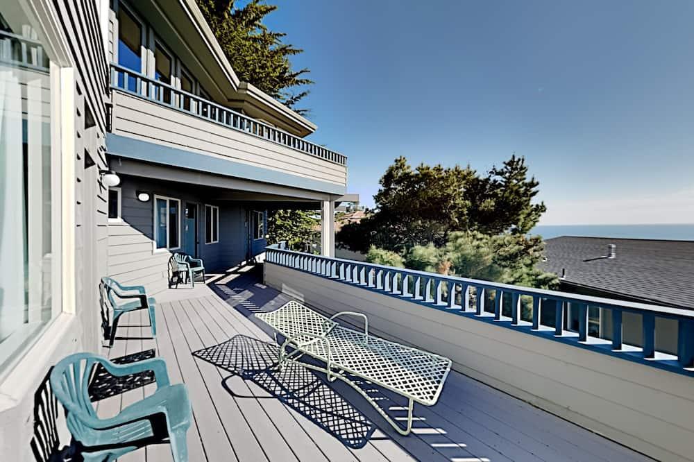 Māja, piecas guļamistabas - Balkons