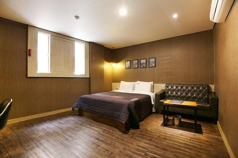 Room (Special Room (Netflix)) - Guest Room