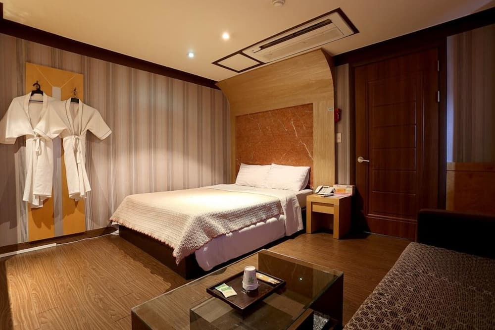 Szoba (Special Room) - Vendégszoba