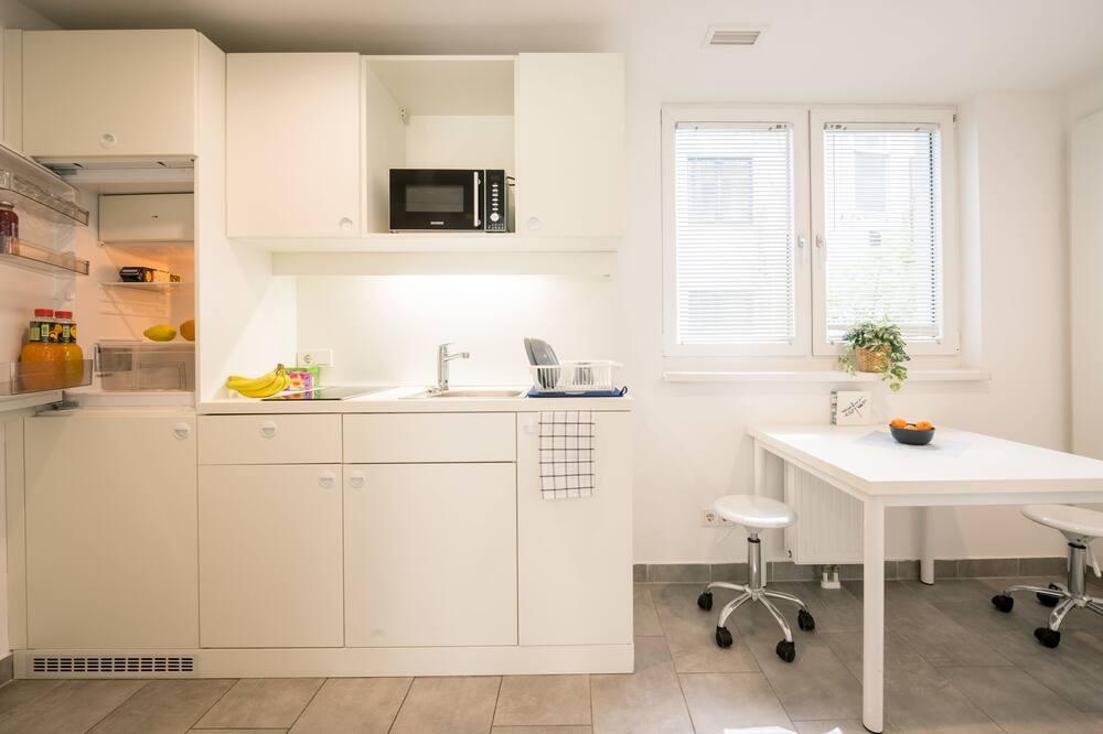 Single Room in Shared 2 Bedrooms Apartment with shared kitchen and shared bathroom - Közös használatú konyha