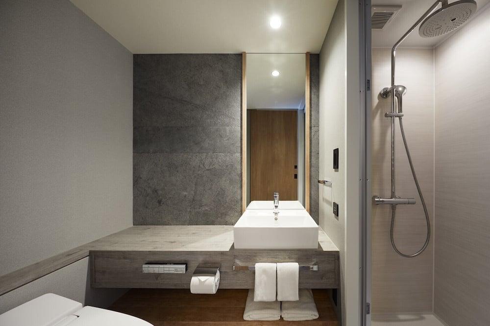 Moderate Double Room, Non Smoking - Bathroom