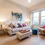 Apartment, 3 Bedrooms, Fireplace, Garden View - Living Room