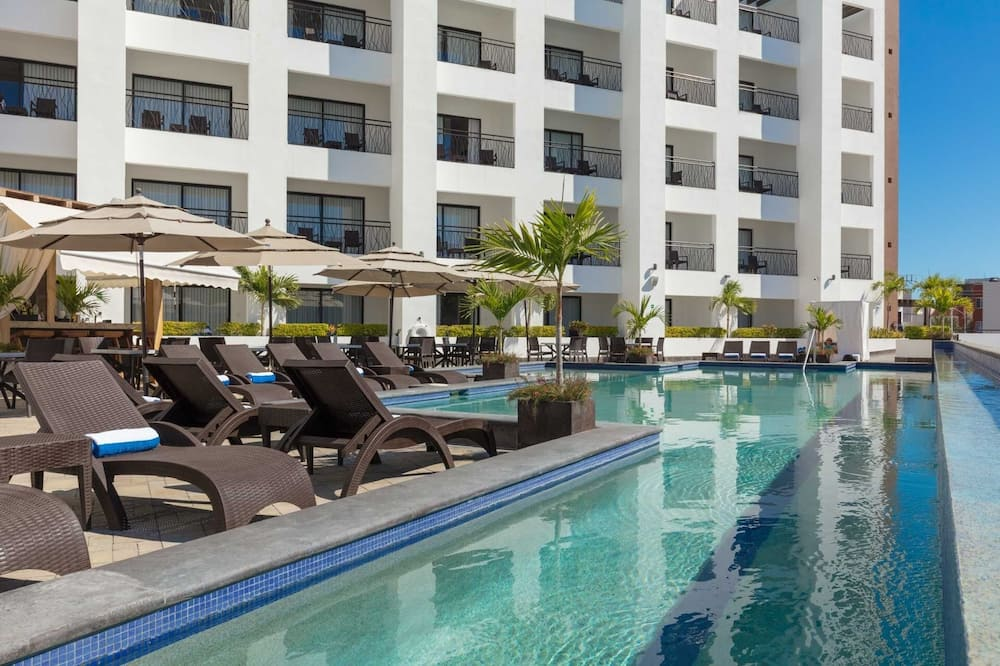 Junior Suite at Modern Resort With Shared Outdoor Pool - 3 Blocks From the Beach! Hotel Room