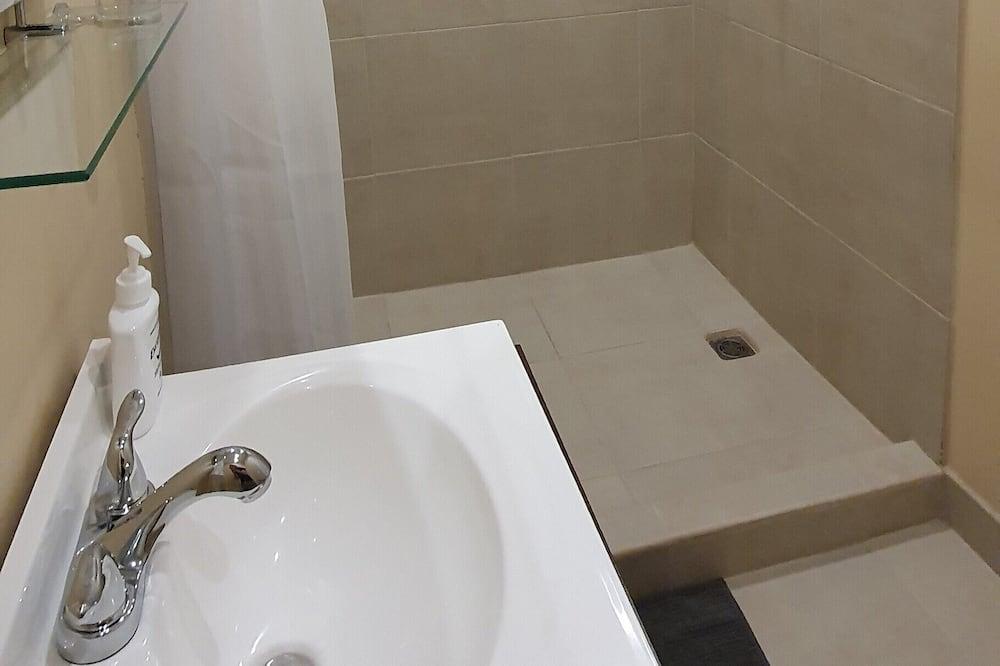 Suite-Estúdio Económica - Casa de banho