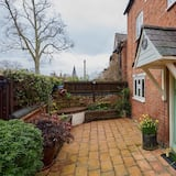 Fab 2 Bed Cotswolds Cottage With Private Courtyard
