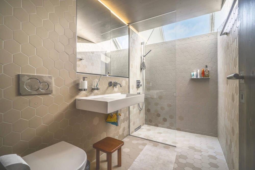 Basic House, Multiple Beds - Bathroom