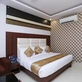 Hotel Arch - Deluxe Double Room Near Aerocity