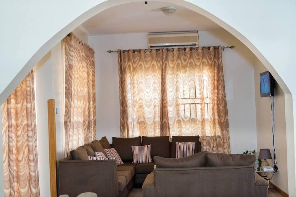 فيلا - عدة أسرّة - غرفة معيشة