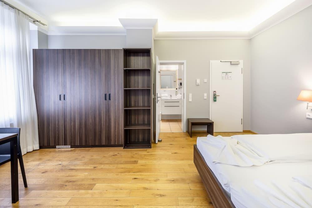 Business Studio (313) - Living Area