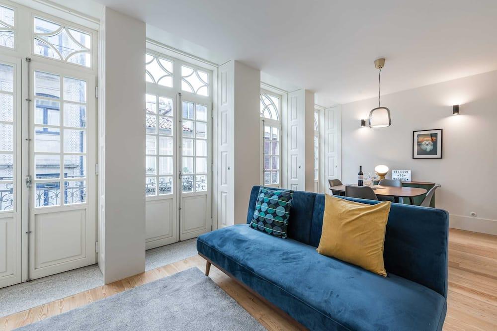 Apartamentai su pagrindiniais patogumais, 1 standartinė dvigulė lova ir 1 sofa-lova - Svetainė