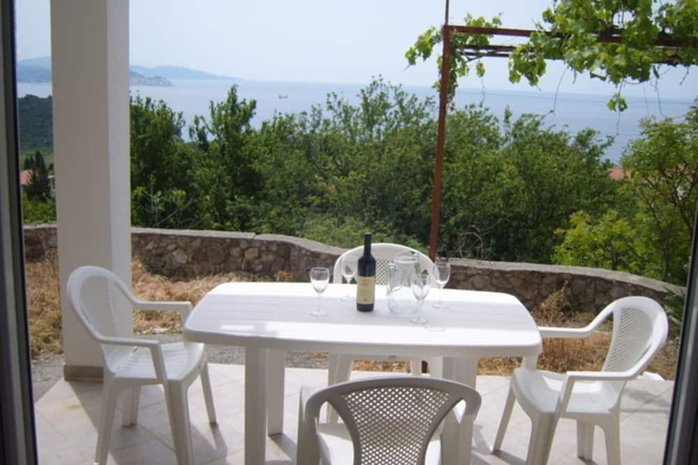 Beautiful 2-bed Apartment in Sutomore, Sutomore