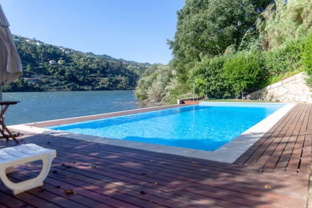 Dom typu Basic, viacero postelí - Bazén